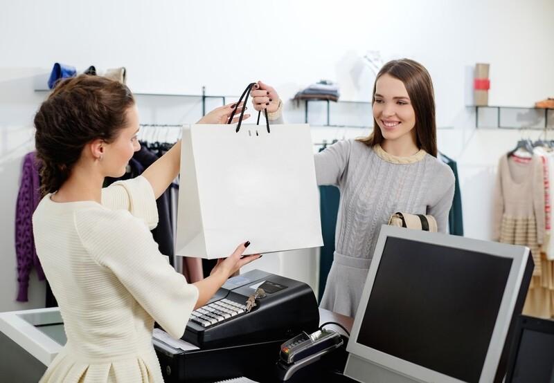 Nhân viên thân thiện là một trong những yếu tố góp phần làm đẹp hình ảnh thương hiệu trong mắt khách hàng