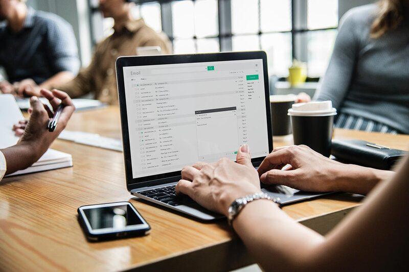 Thay vì quảng cáo, hãy tạo ra những nội dung giá trị trong email cho khách hàng
