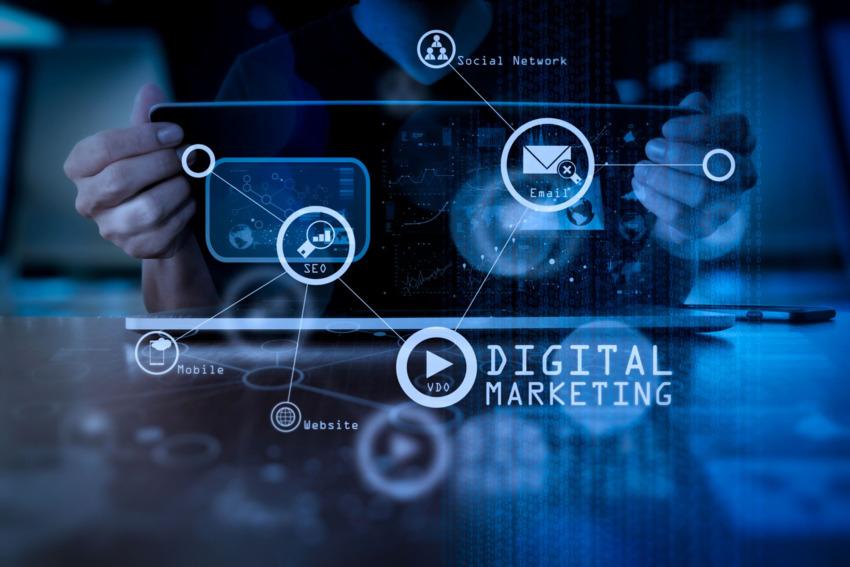 Đầu tư vào tiếp thị qua online là điều kiện cần để tăng khả năng cạnh tranh của doanh nghiệp bán lẻ