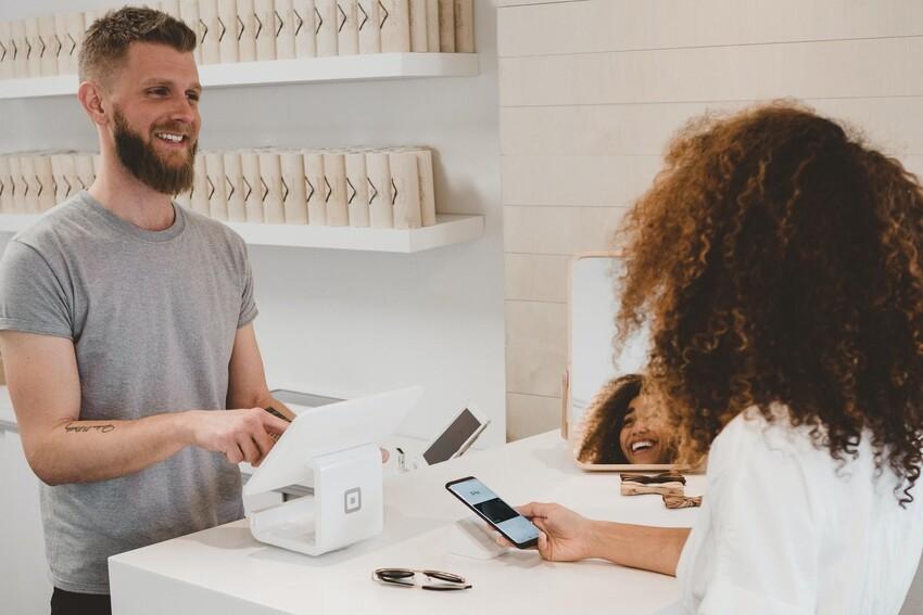 Tăng cường trải nghiệm mua sắm của khách hàng bằng cách tăng chất lượng phục vụ của nhân viên