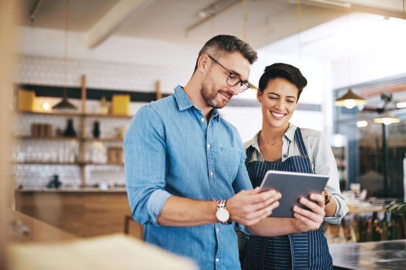 Hướng dẫn quy trình mới cho nhân viên trở nên đơn giản với Unified Commerce