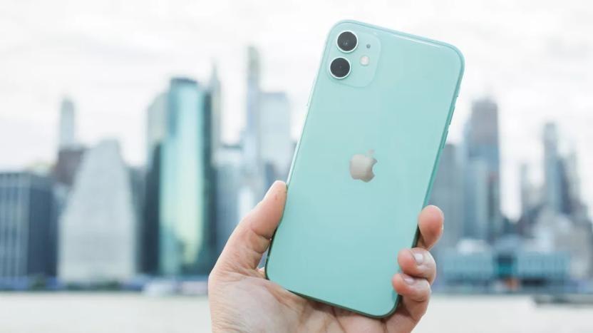 Người tiêu dùng sẵn sàng xếp hàng nhiều giờ để mua iPhone chỉ vì… thấy ai cũng mua!