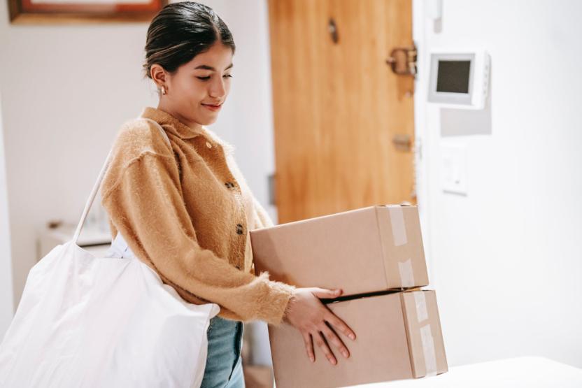 Phí vận chuyển cũng ảnh hưởng khá lớn đến tâm lý và hành vi người mua hàng