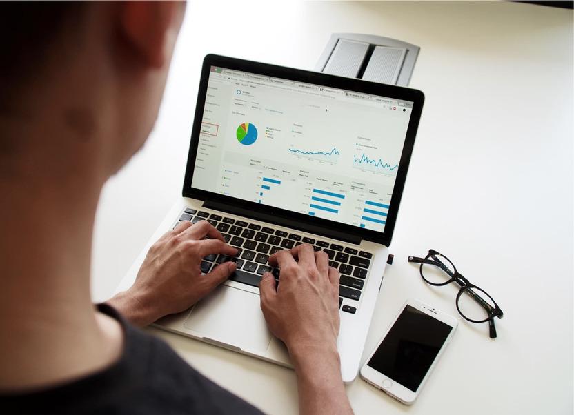 Các dữ liệu trong báo cáo tồn kho phải bao gồm danh mục hàng hóa và các thông tin liên quan
